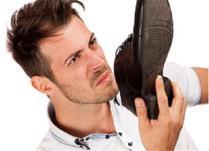 Si të largoni erën e keqe të këmbëve