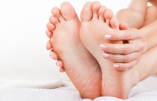 Masazhues akupresure për këmbë